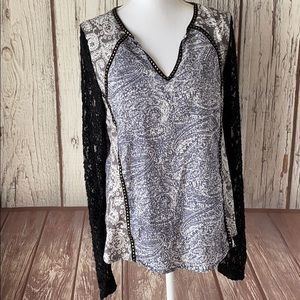 Buckle BKE boutique lacy sleeved blouse size m
